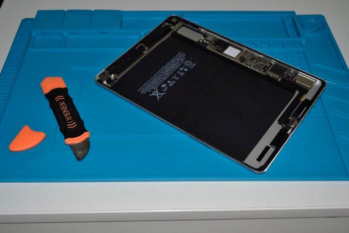 разобранный iPad Air 2